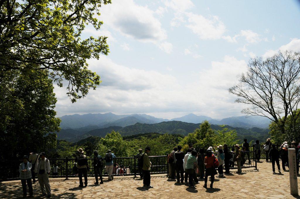 八王子市高尾山の観光客
