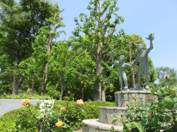 国立市公園の平和銅像