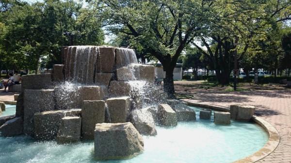 国立市の公園噴水