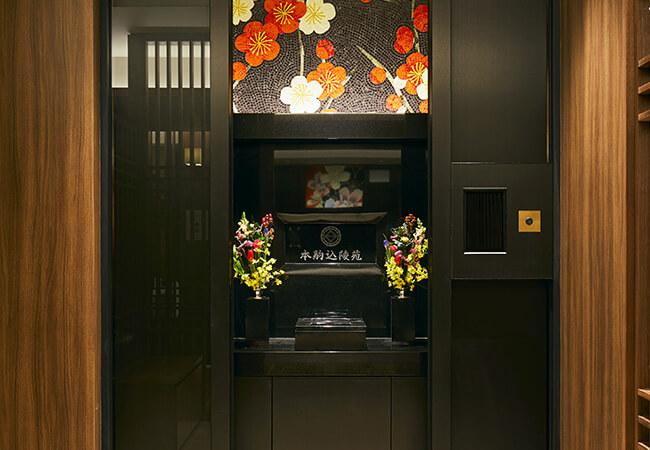 礼拝室桔梗エリアのモザイクアート礼拝室