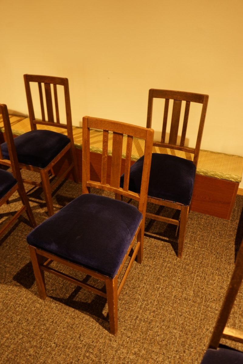 旧本堂から引き継がれた本堂の椅子