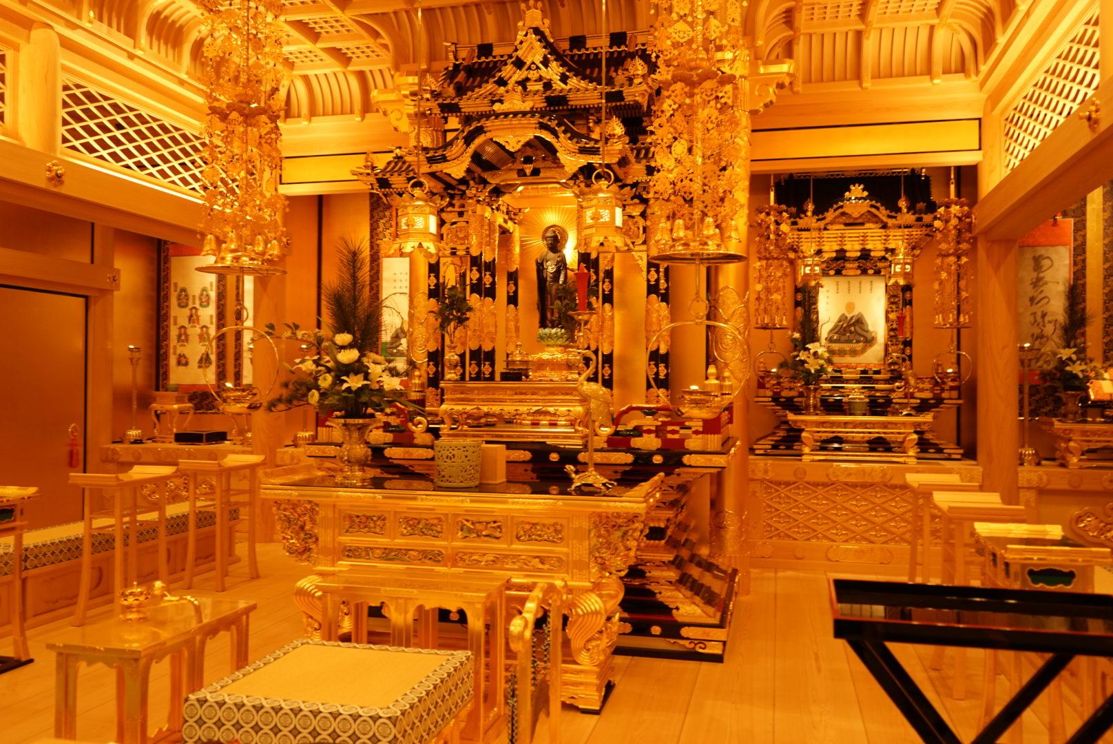 眞敬寺本堂の内部