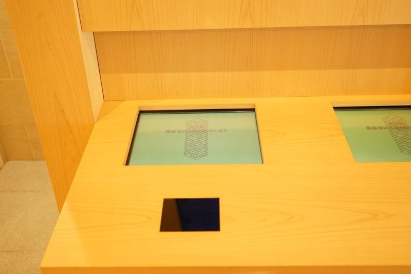 ICカードで納骨堂の受付をできる機械